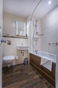 307_Twin_Bathroom_Portrait