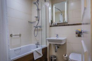 312_Classic-Double_Bathroom